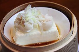 白身魚と豆腐の蒸し物特性醤油かけ